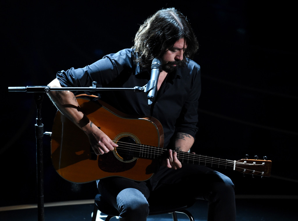 Leonard Auto Body >> Dave Grohl Honors Fallen Academy Members With Acoustic Performance of ''Blackbird'' at the 2016 ...