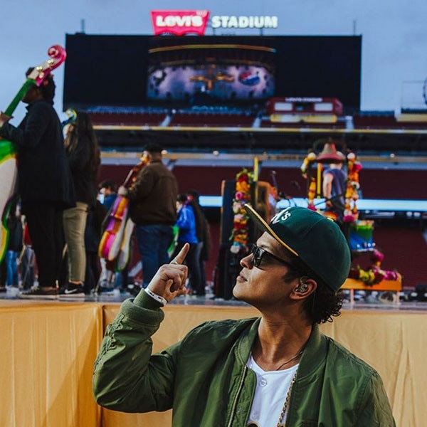 Bruno Mars, Super Bowl, Instagram