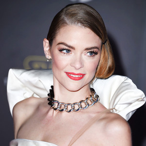 ESC: Jaime King, Star Wars Premiere, Off Shoulder