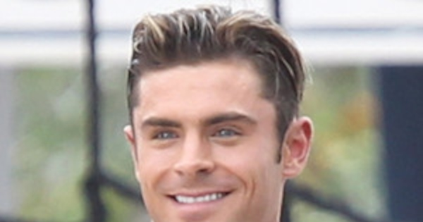 Zac Efron Shows Shirtless Body On Baywatch Set And It S