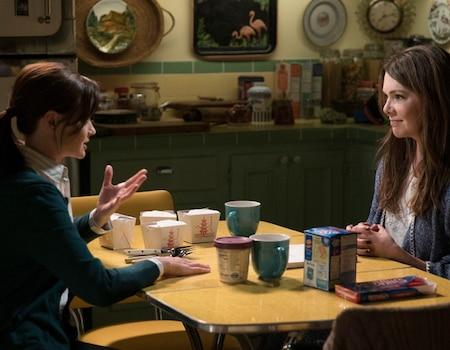 lauren graham calls gilmore girls revival her most favorite thing but will there be more e news. Black Bedroom Furniture Sets. Home Design Ideas
