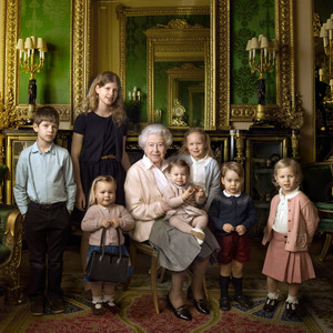 Queen Elizabeth Offical Portrait