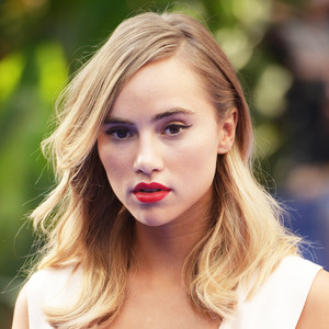 ESC: Suki Waterhouse
