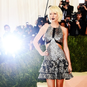 How to Rock Taylor Swift's Snake Style