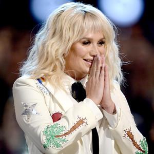 Kesha, 2016 BIllboard Music Awards, show