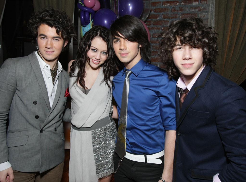 Kevin Jonas, Miley Cyrus, Joe Jonas, Nick Jonas