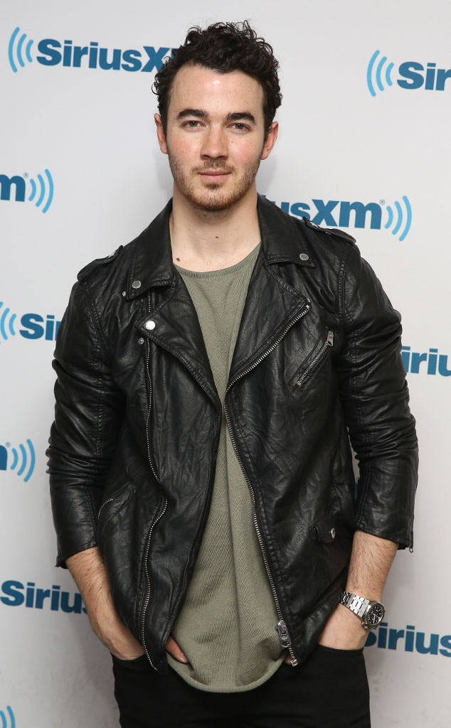 rs_634x1024-160526072141-634.Kevin-Jonas