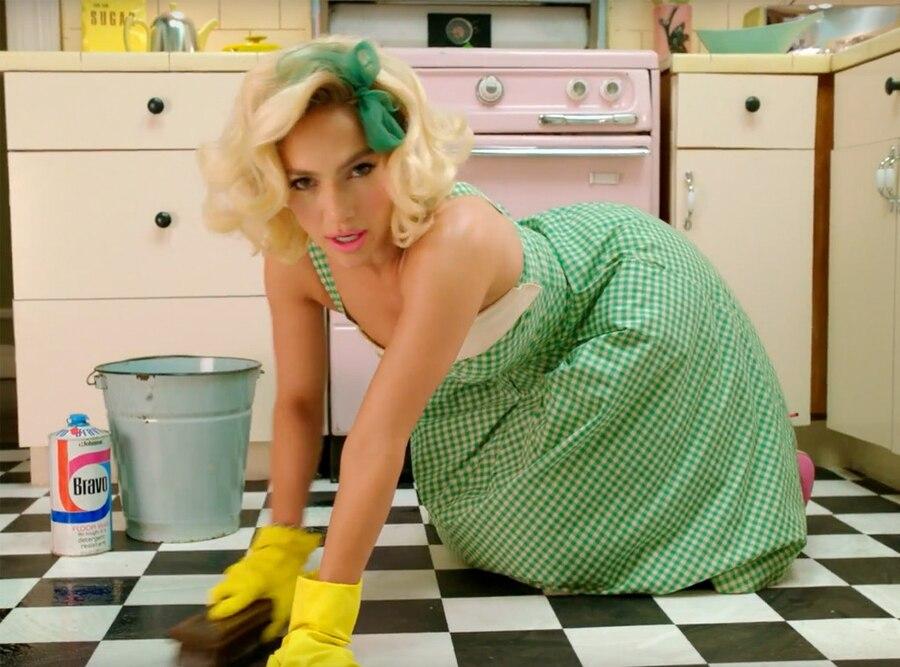 "Jennifer Lopez, ""Ain't Your Mama"" Music Video"