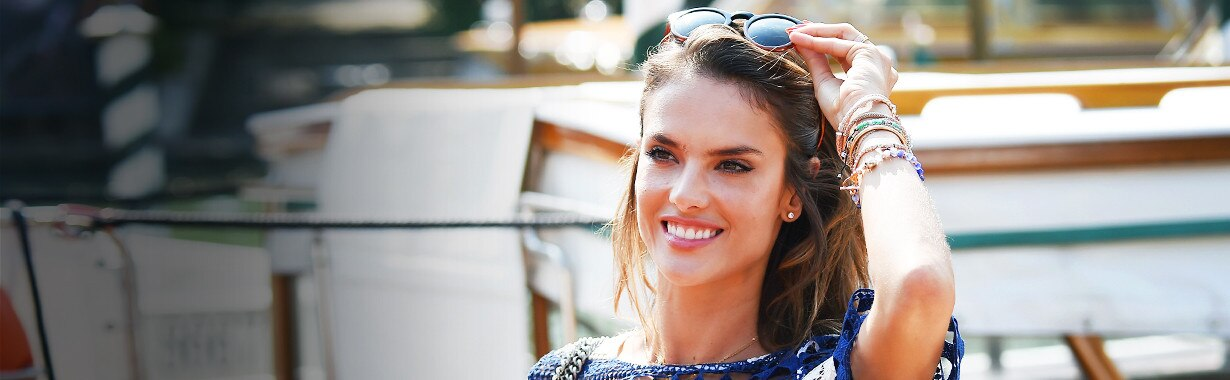 ESC: Vacation Weddings, Alessandra Ambrosio, Landing