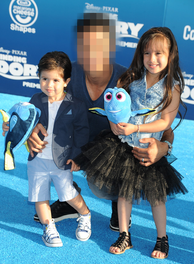 Blurred, Mario Lopez, Children