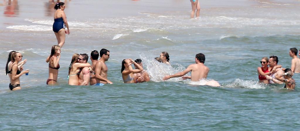 Taylor Swift, Tom Hiddleston, Blake Lively, Ryan Reynolds