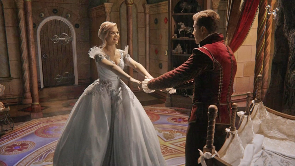 Emilie de ravin is engaged 5 ideas for her wedding for Snow white wedding dress once upon a time