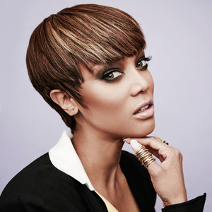 ESC: Tyra Banks (Hold on Pubbing)