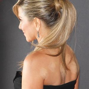 ESC: Jennifer Aniston, Cupping