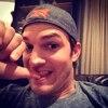 Ashton Kutcher, Instagram