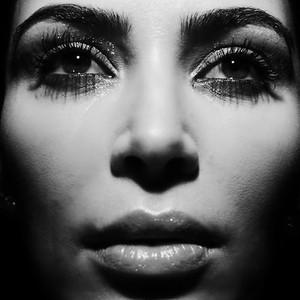 ESC: Must Do Monday, Kim Kardashian