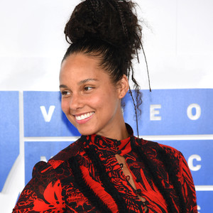 Alicia Keys Stopped Wearing Makeup and the World Is Still Having a Hard Time Adjusting | E! News