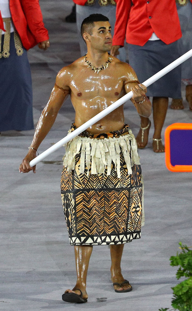 Tonga S Shirtless Olympic Flagbearer Steals The Show With