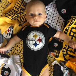 Seth Meyers 39 Son Ashe Is The Pittsburgh Steelers 39 Littlest Fan E News
