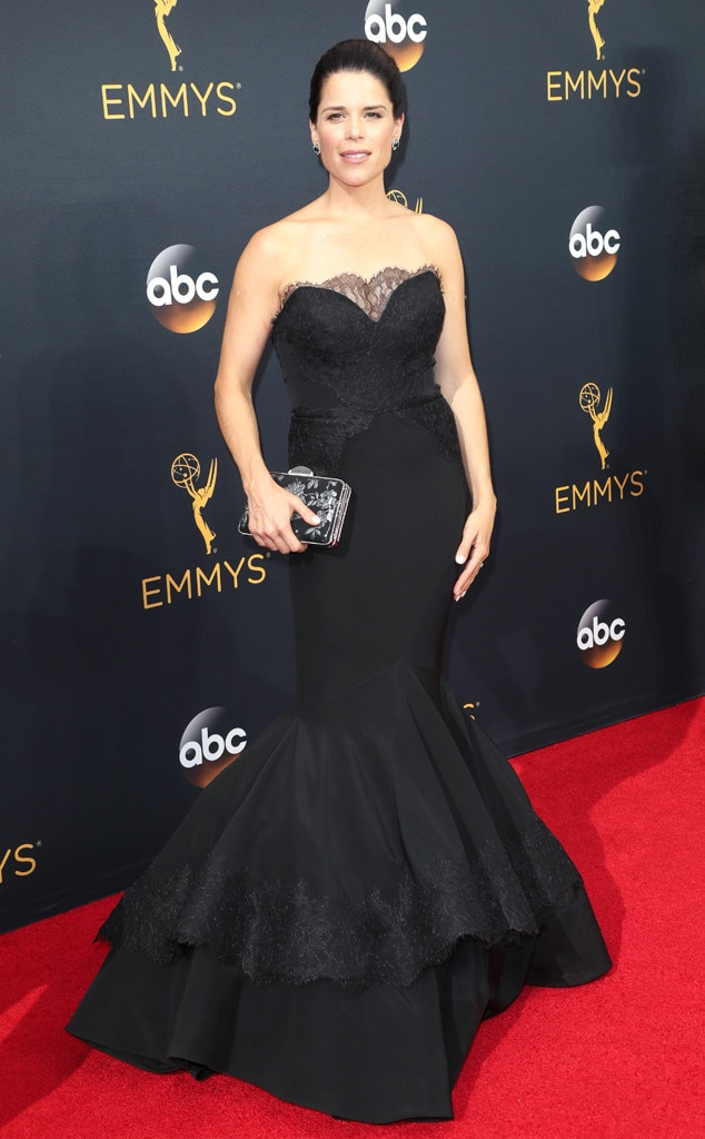 Neve Campbell, 2016 Emmy Awards, Arrivals