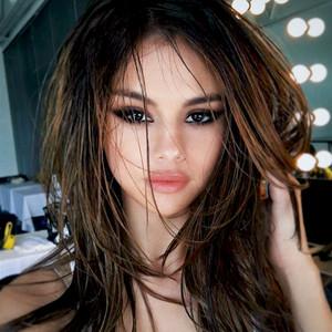 ESC: Selena Gomez, Instagram