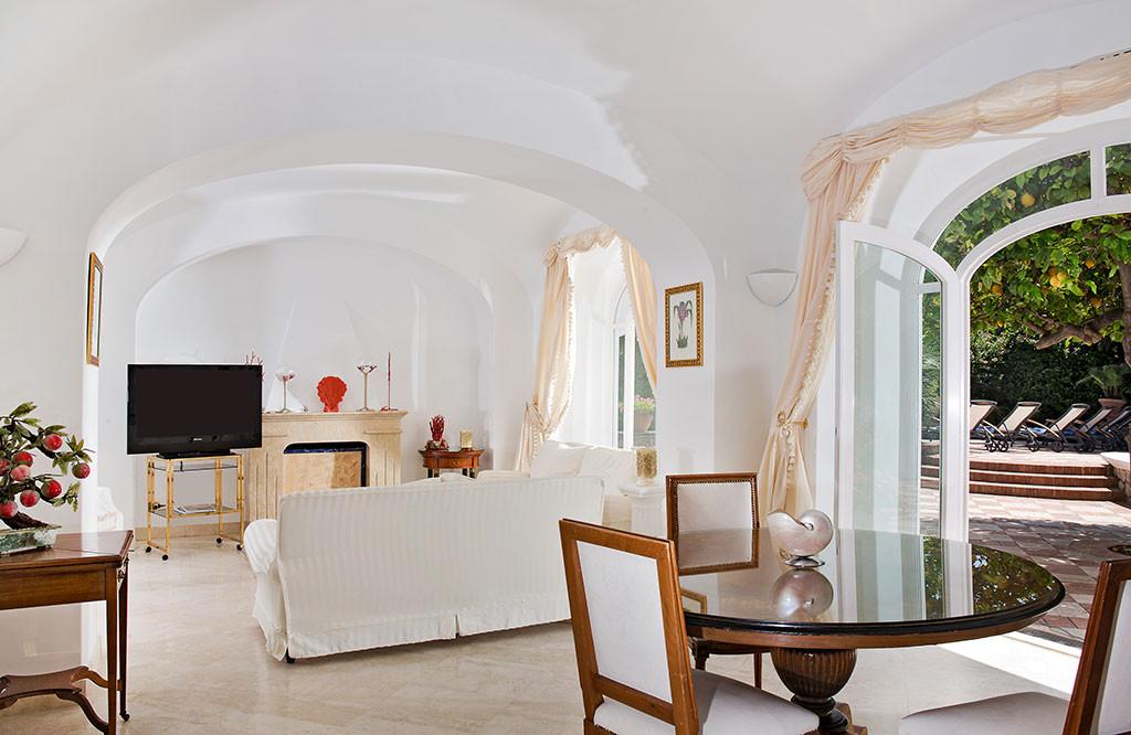 Troian Bellisario, Airbnb
