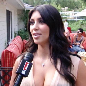 Omg watch kim kardashian 39 s first ever e news interview for Next new episode of keeping up with the kardashians