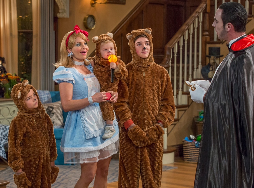 fuller house gets in the halloween spirit in these season 2 first look photos e news