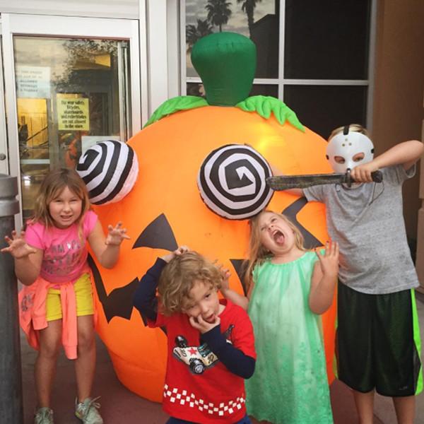 Tori Spelling, Celeb Kids Celebrate Halloween 2016