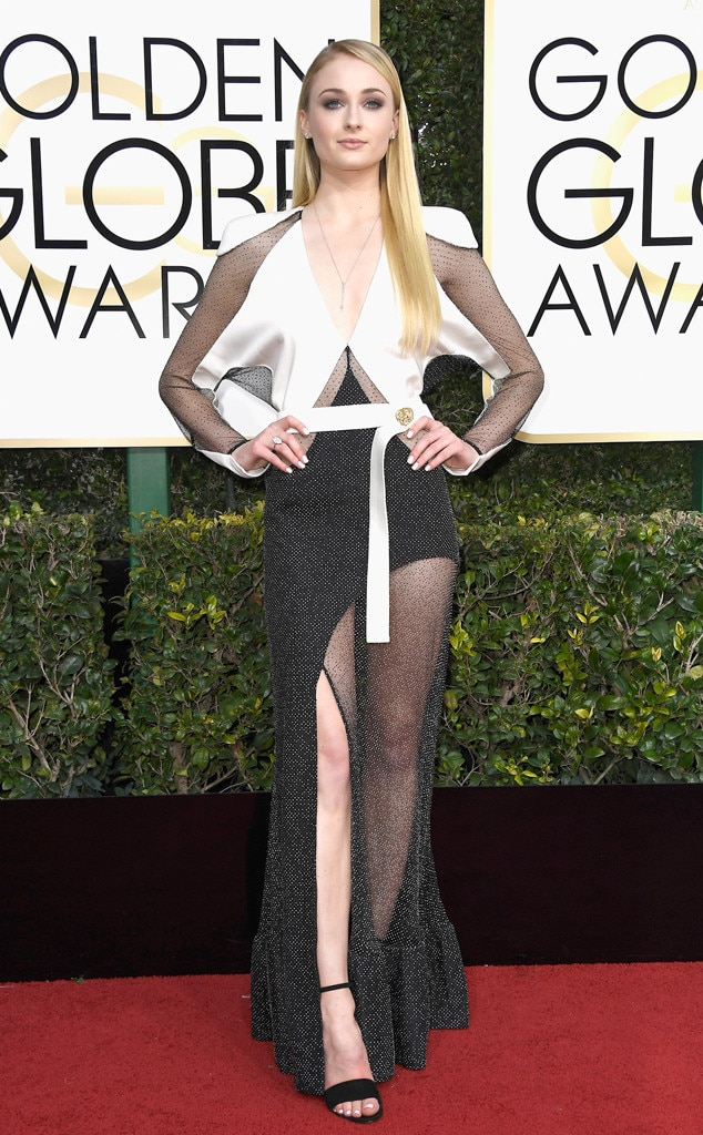 Sophie Turner, 2017 Golden Globes, Arrivals