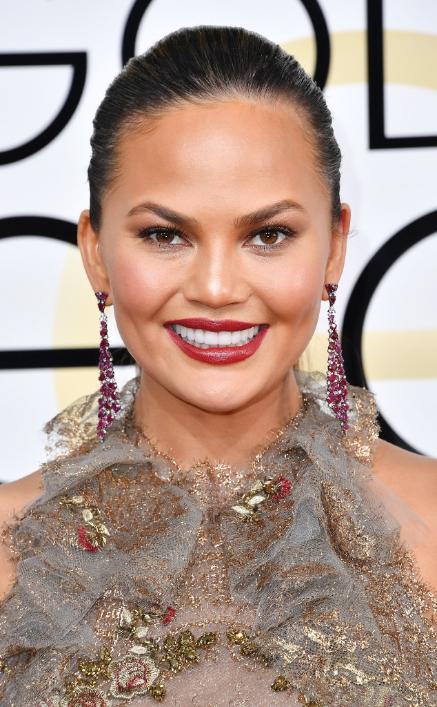 ESC: Best Beauty, Golden Globes 2017, Chrissy Teigen