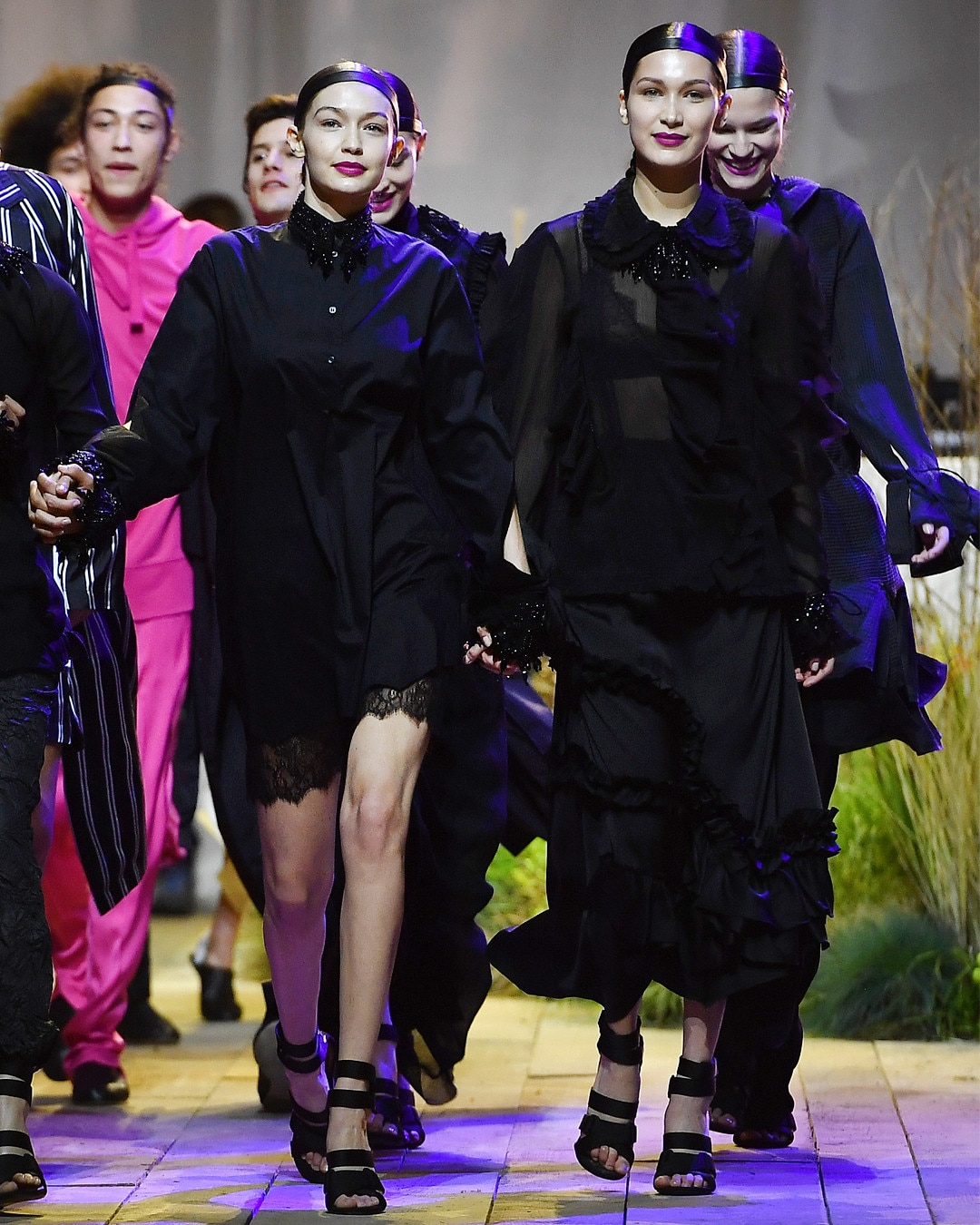 ESC: Gigi Hadid, Bella Hadid