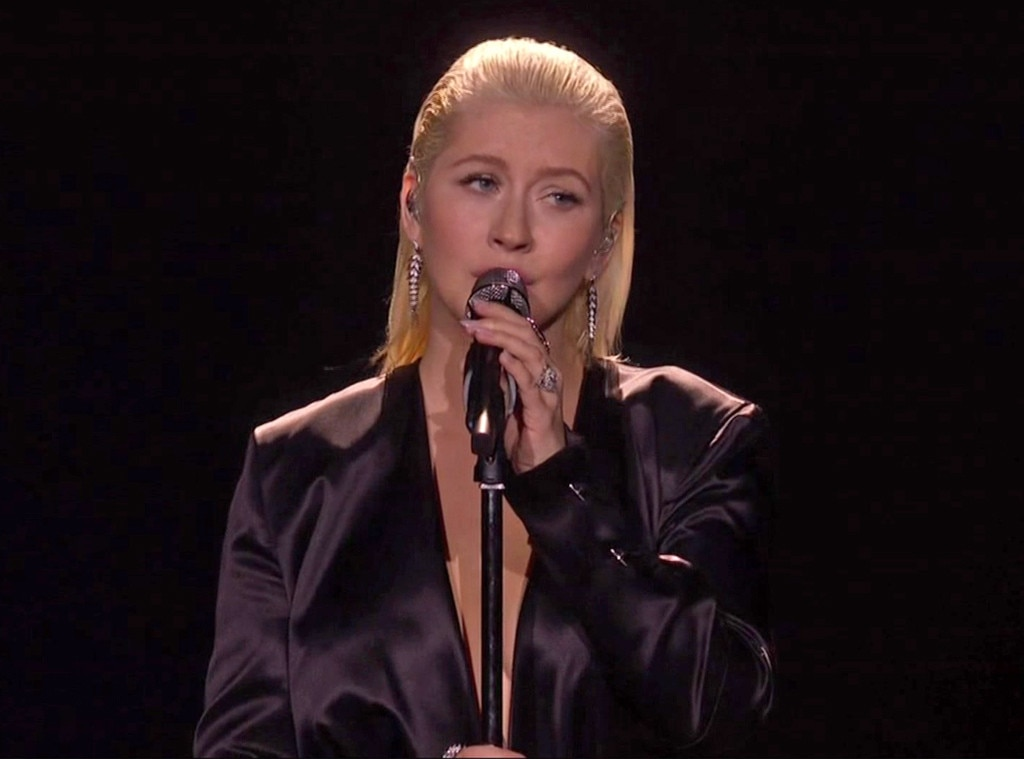 Christina Aguilera Covered Whitney Houston At The AMAs & P!nk's Reaction Is Everything