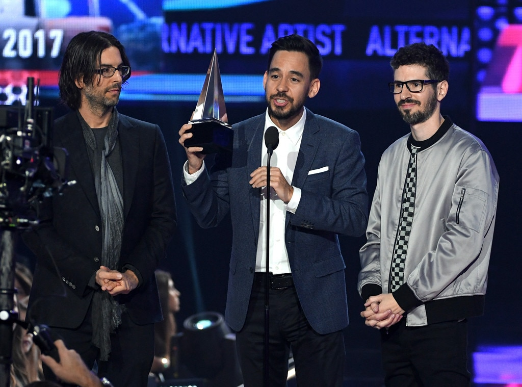 Linkin Park Members Pay Tribute to Chester Bennington at 2017 AMAs