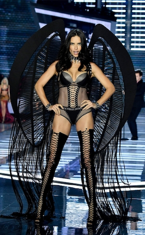 2017 Victorias Secret Fashion Show, Adriana Lima