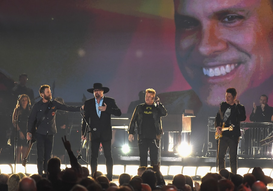 Dierks Bentley, Eddie Montgomery, Gary LeVox, Jay DeMarcus, 2017 CMA Awards