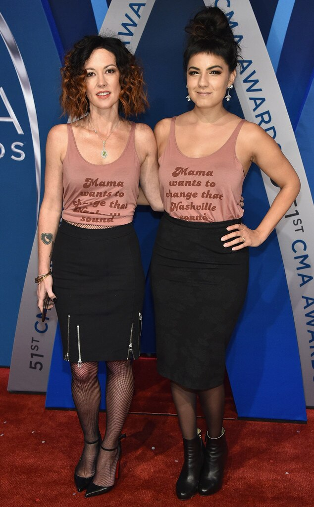 Amanda Shires, Kelly Bueno, 2017 CMA Awards