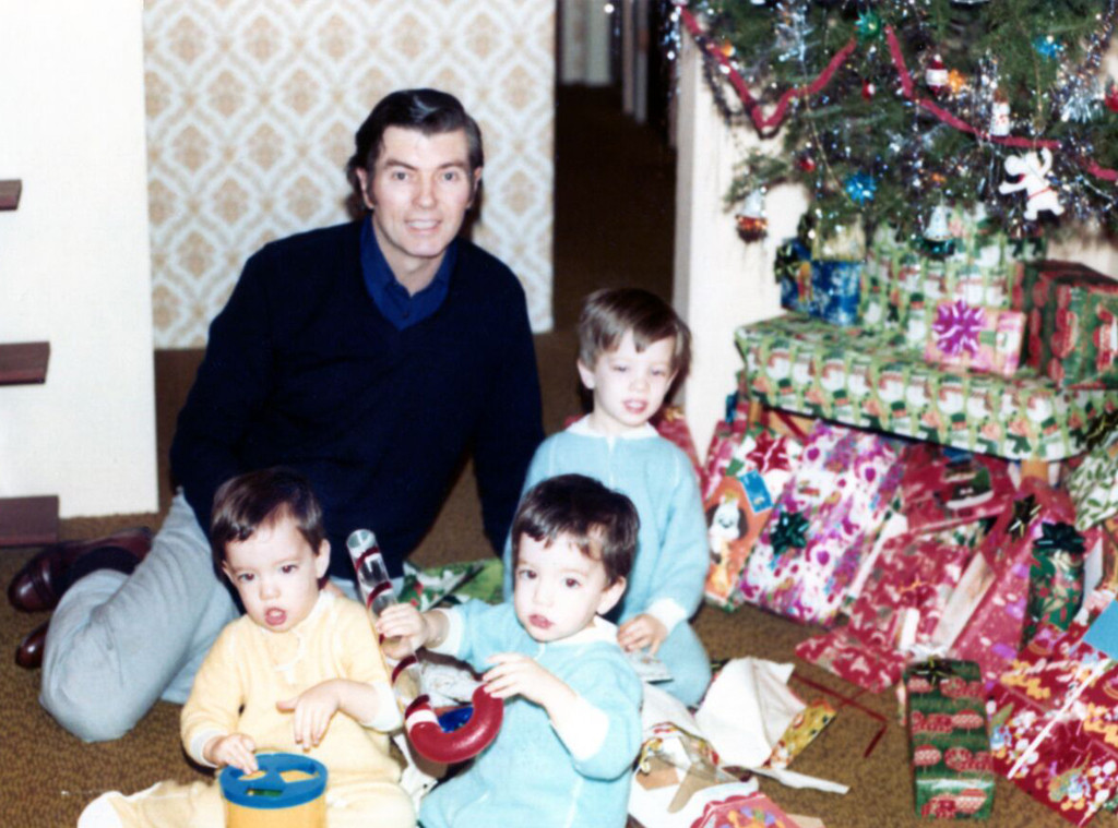 Property Brothers, Drew Scott, Jonathan Scott, Christmas, Family Photos
