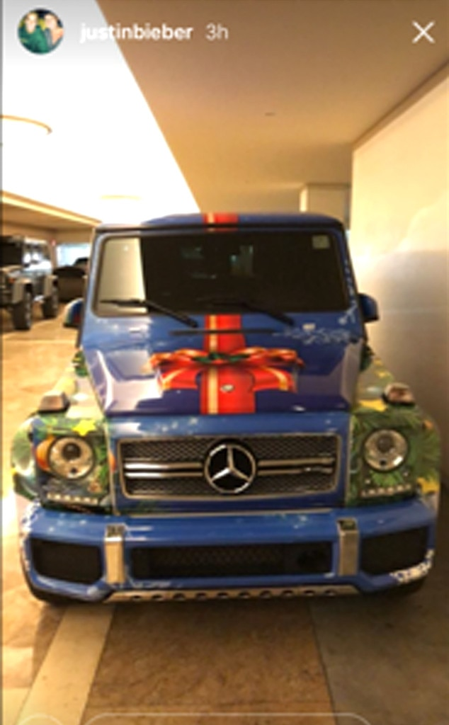 justin bieber wraps his g wagon like a present to prove he 39 s in the christmas spirit e news. Black Bedroom Furniture Sets. Home Design Ideas