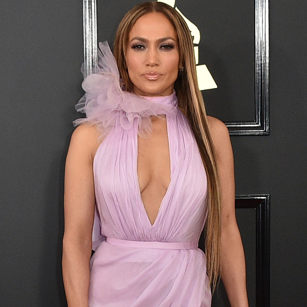 Jennifer Lopez, 2017 Grammys, Arrivals
