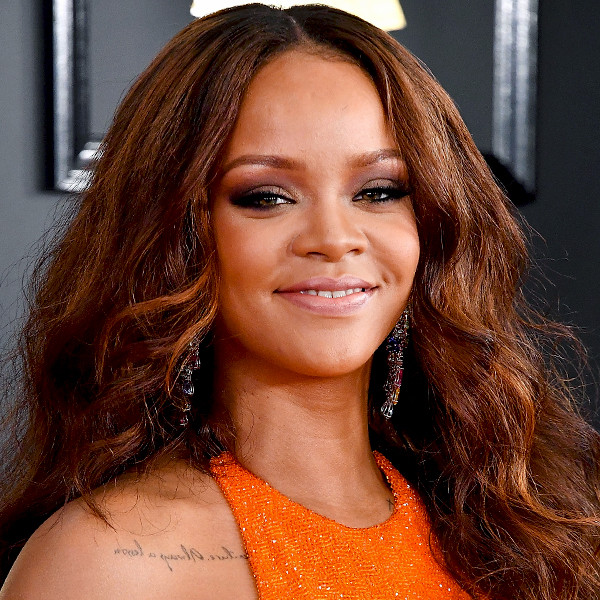 ESC: Rihanna, 2017 Grammys, Beauty