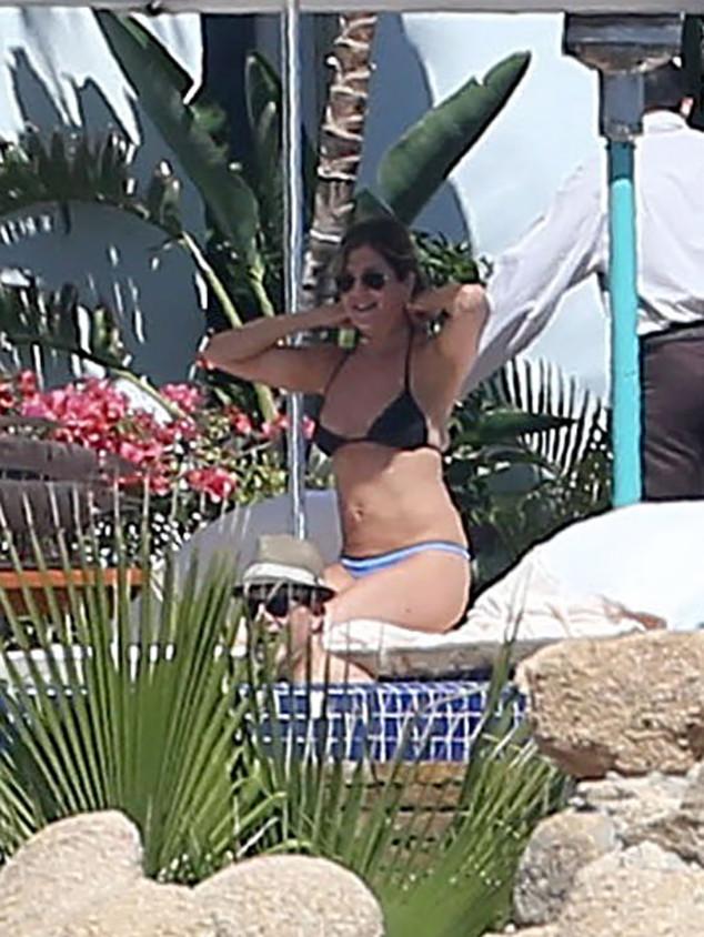 Jennifer Aniston, 48th Birthday, Johnny McDaid, Courteney Cox