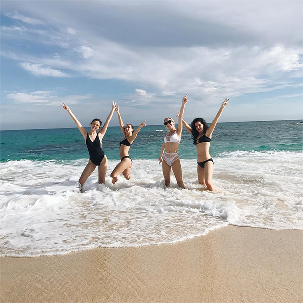 Selena Gomez, Friends, Raquelle Stevens, Cabo San Lucas, Mexico, New Year's Holiday, Beach, 2017
