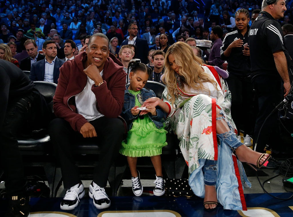 Pregnant Beyonce steals the show at NBA All-Star tie