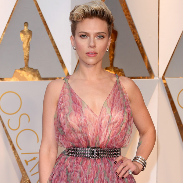 Scarlett Johansson ''Scolded'' By Samuel L. Jackson at the Os...
