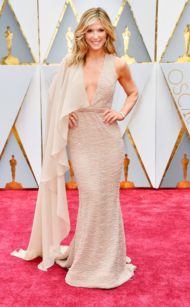 http://akns-images.eonline.com/eol_images/Entire_Site/2017126/rs_634x1024-170226145103-600-academy-awards-oscars-2017-arrivals-Debbie-Matenopoulos.jpg