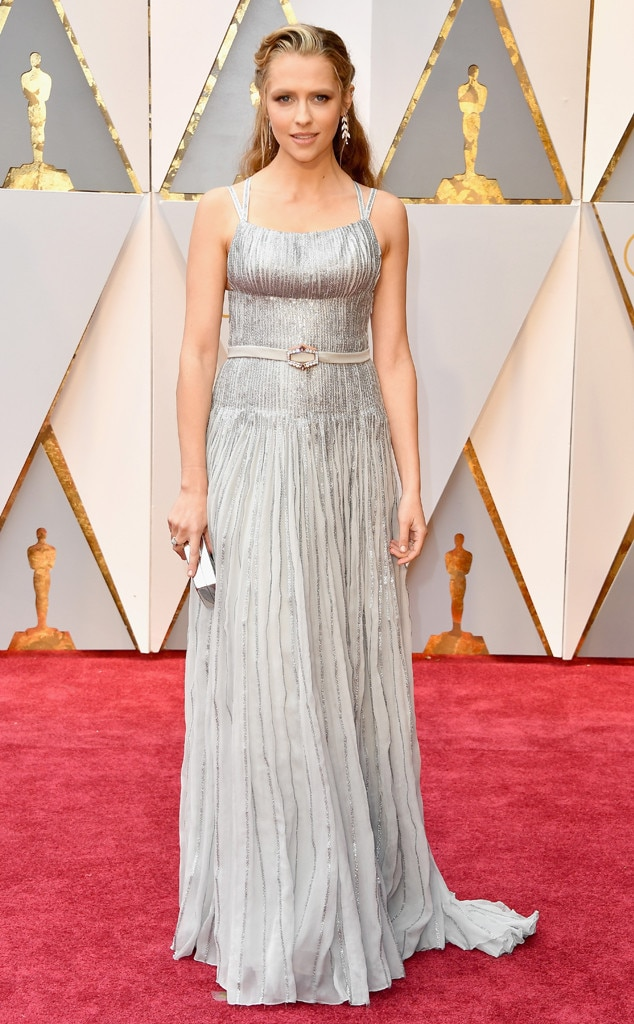 Teresa palmer from oscars 2017 red carpet arrivals e news - Oscars red carpet online ...