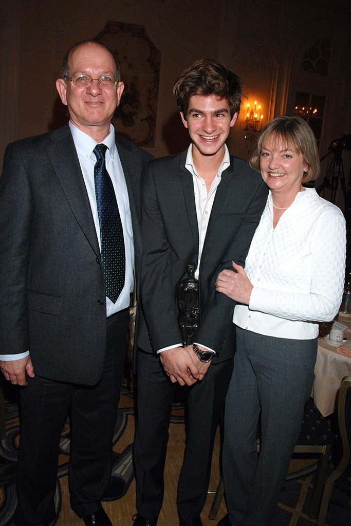 Andrew Garfield, Parents