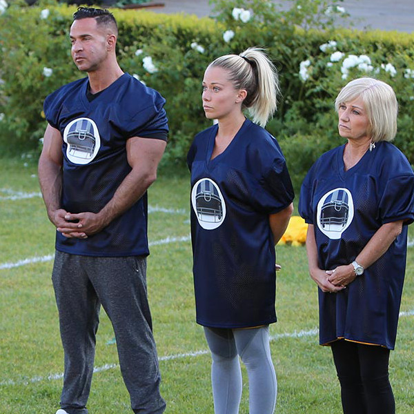 Marriage Boot Camp Reality Stars Family Edition, Kendra Wilkinson, Farrah Abraham