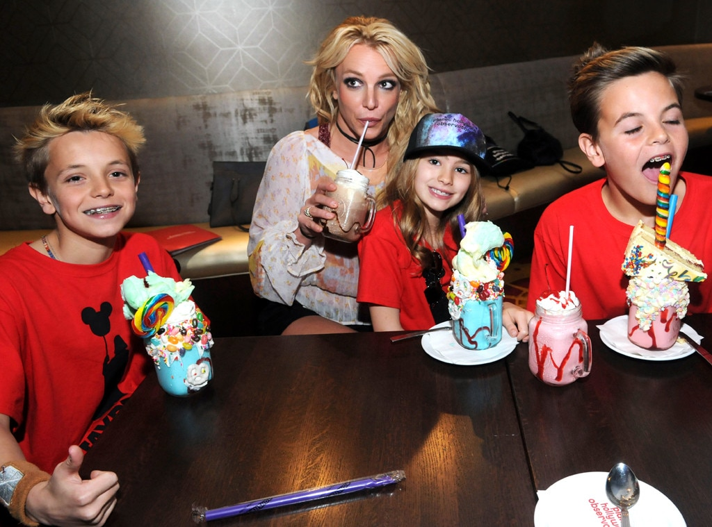 rs_1024x759-170313191834-1024.Britney-Spears-Planet-Hollywood.ms.031317.jpg